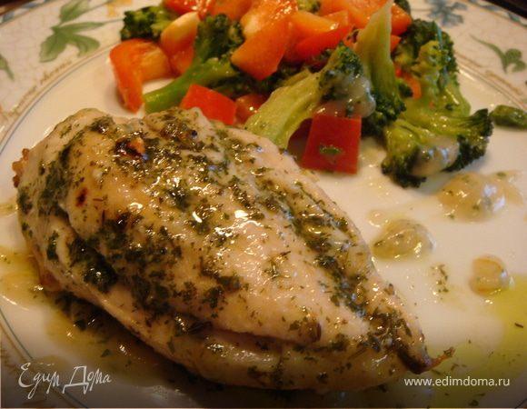 Жареная курица под чесночно-травяным соусом