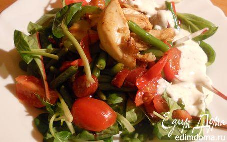 Рецепт Теплый овощной салат с куриным филе и пикантными колбасками
