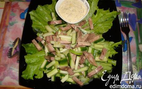 Рецепт Салат из языка, огурцов и яблок.