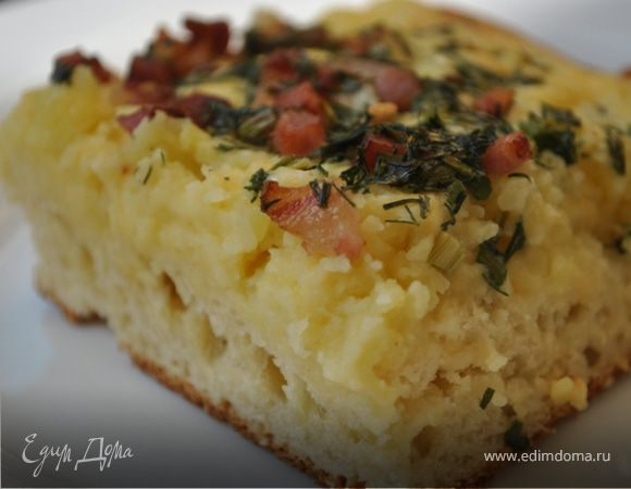 Картофельный пирог с сыром и копченой грудинкой