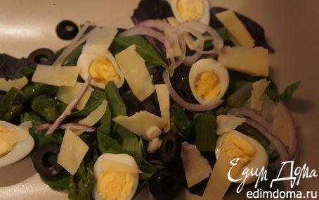 Рецепт Салат со свежим базиликом, спаржей и перепелиными яйцами
