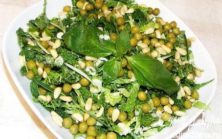 Рецепт Салат из савойской капусты,зелёного горошка и пряной зелени.
