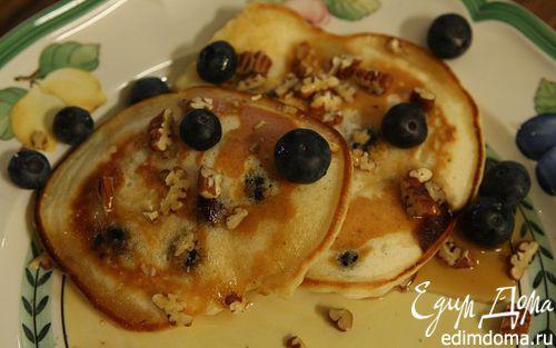 Рецепт Банановые оладьи с кленовым сиропом, голубикой и орехами пекан