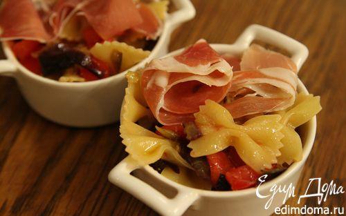 Рецепт Салат из бантиков с баклажанами, помидорами и ветчиной