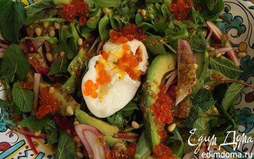 Рецепт Салат с авокадо, яйцом пашот и кедровыми орешками