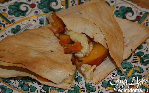 Рецепт Лаваш с сыром, персиками и шнитт-луком