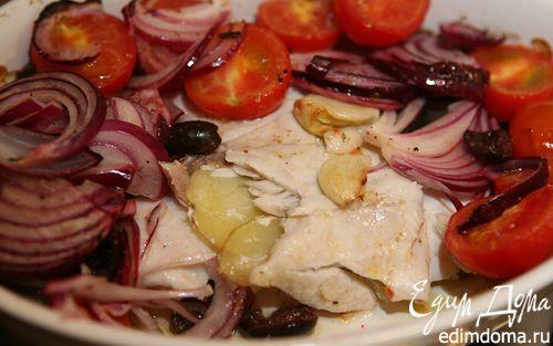 Рецепт Запеченная дорада с картофелем и салатом из помидоров и оливок