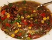 Фасолевый суп с перцем и кукурузой