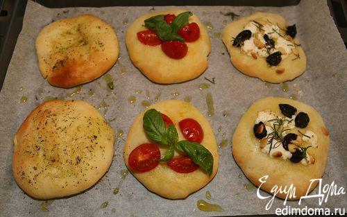 Рецепт Пиццеты с козьим сыром, орешками и помидорами