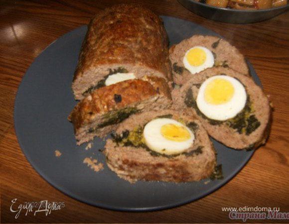 Мясной рулет с яйцом и брокколи.