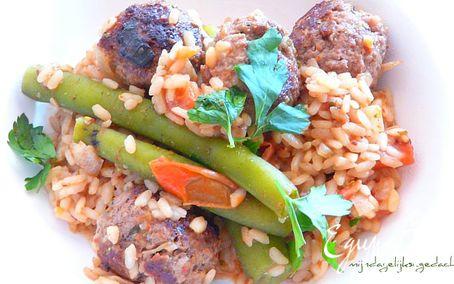 Рецепт Albondigas (испанские пикантные тефтели) с рисом и стручковой фасолью