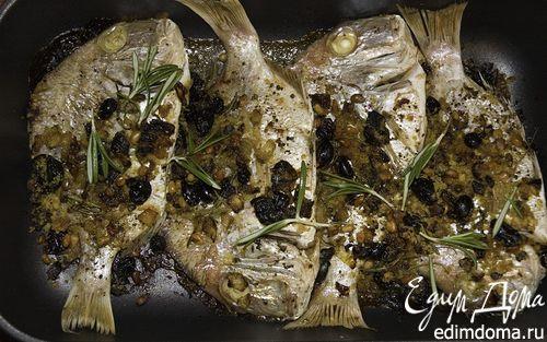Рецепт Рыба, запеченная с кедровыми орешками и изюмом