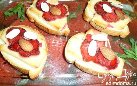 Рецепт Тосты с клубникой и сыром бри