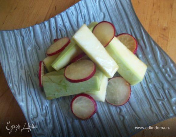 Легкий кабачково - редисочный салат