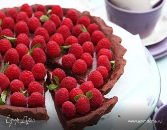 Шоколадный тарт с малиной