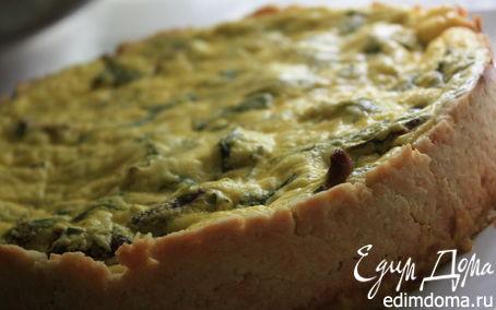 Рецепт Киш с лисичками, куриными сердечками, козьим сыром и базиликом.