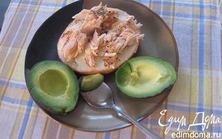 Рецепт Бутерброд с семгой и авокадо.