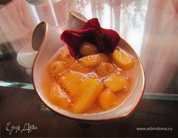 Джем из черешни и персиков с лепестками роз