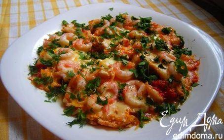 Рецепт Сырная яичница с креветками и помидорками