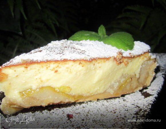 Тарт с карамелизированными фруктами и творожным пудингом.