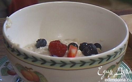 Рецепт Овсяная каша с ягодами и сухофруктами