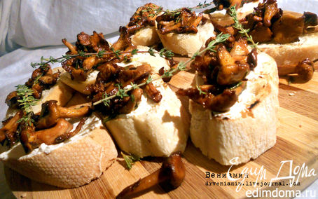 Рецепт Брускетта с лисичками, тимьяном и розмарином