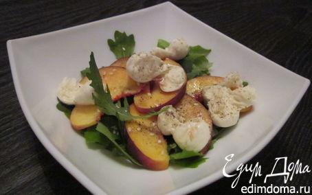 Рецепт Салат с персиком и моцареллой
