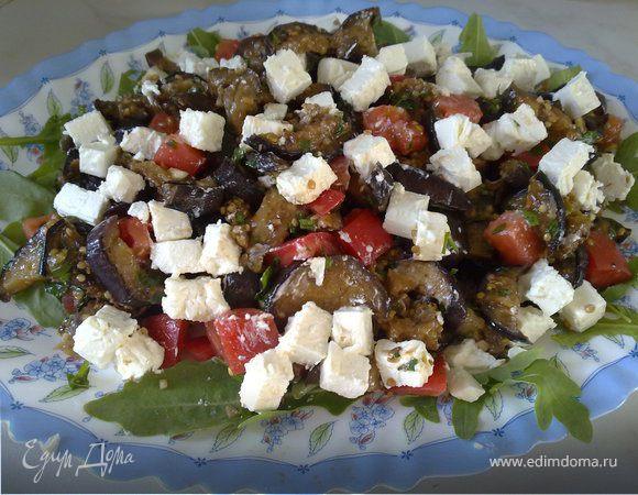 Салат из баклажанов-гриль, помидор и феты