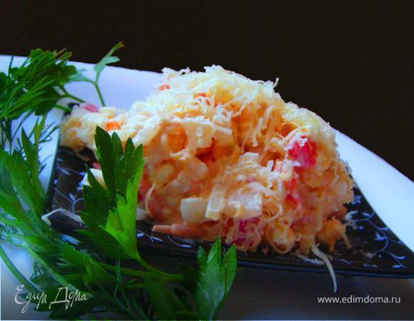 Сырный салат с креветками и помидорами
