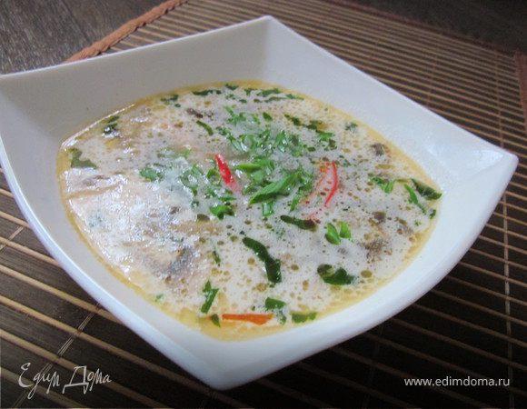Кокосовый суп с лососем и грибами