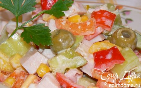 Рецепт Cалат с копченой курицей и оливками