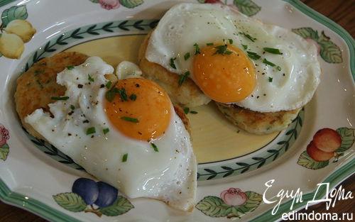 Рецепт Жареные яйца с картофельными биточками