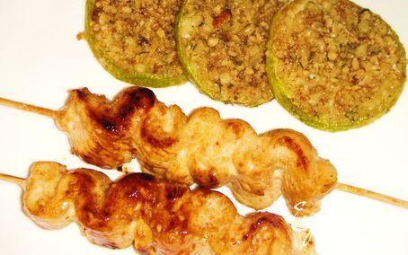 Рецепт Крученая курочка в медовом соусе с закуской из кабачков с пармезаном и орехами