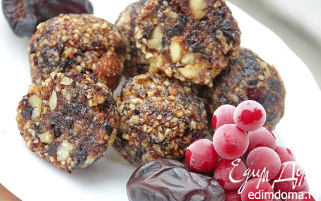 Рецепт Конфеты из фиников, чернослива, калины и орехов