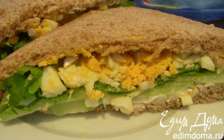 Рецепт Английский сэндвич с яйцом, огурцом и руколой