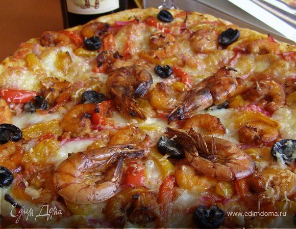 Пицца с креветками и овощами