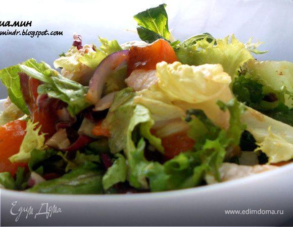 Салат с куриным филе и хурмой
