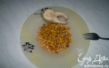 Рецепт Отварной форель с нутом и кукурузой.