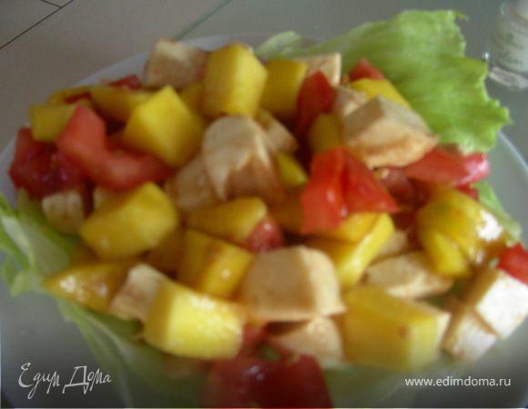 Легкий салат из манго, томатов и моцареллы