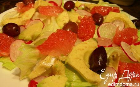 Рецепт Легкий салат из грейпфрута, авокадо, редиса и оливок