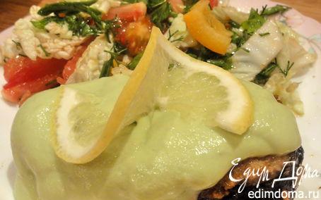 Рецепт Сом в сухарно-ореховой панировке с соусом из авокадо от Джейми Оливера.