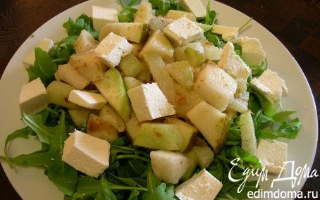 Рецепт Салат из кольраби с грушой, финиками и фетой