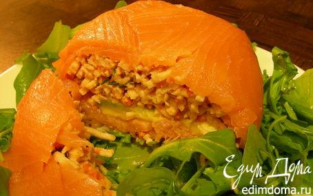 Рецепт Закусочный шар из копченого лосося с крабовым мясом, авокадо и чили