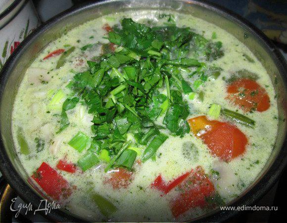 Тайский суп с кокосовым молоком и рисовой лапшой
