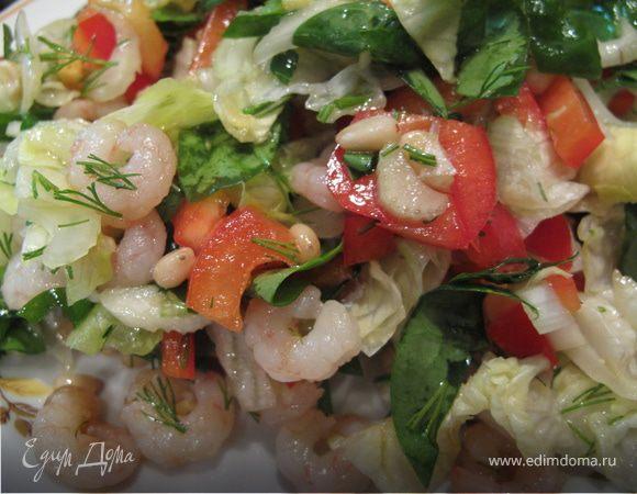 Салат со шпинатом, креветками и кедровыми орешками