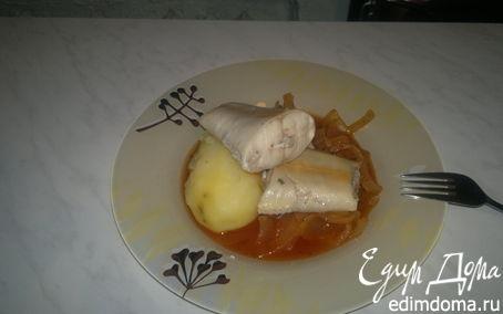 Рецепт Хвосты форели с картофелем и луково-томатным соусом