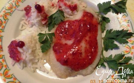 Рецепт Рыбка с рисом под томатно-ягодным соусом