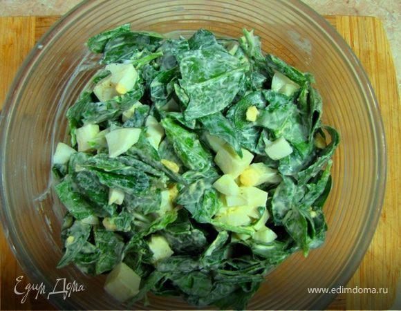Салат из шпината с яйцом и сыром сулугуни