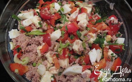 Рецепт Салат с тунцом, моцареллой, черри, сельдереем и прочими полезностями