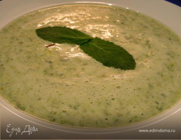 Нежный крем-суп из салата латука и мяты